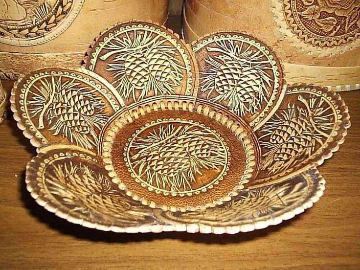 No início quase pensei tratar-se de trabalho em couro, mas não, todas essas peças foram feitas com casca ou madeira de bétula.    Vejam qu...