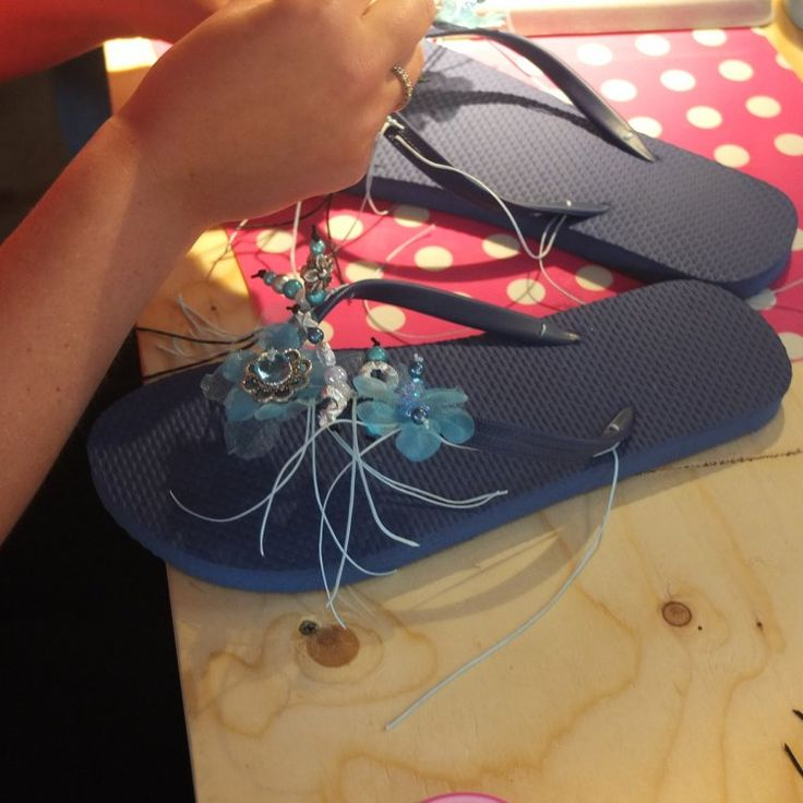 Wil je komende zomer #teenslippers die je voeten laten stralen? Volg dan eens deze leuke #workshop, waarbij je ze helemaal kunt #versieren zoals jij wilt!