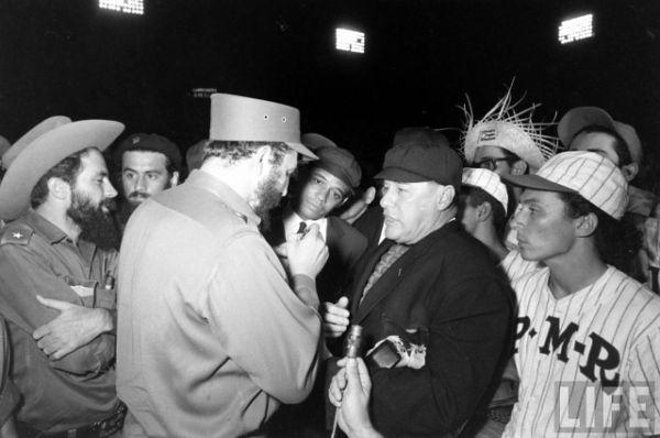 A legenda szerint Fidel Castro fiatalkorában részt vett egy amerikai baseballjátékos-válogatáson, de nem kellett egyik profi csapatnak sem. Frusztrációjából történelem lett.