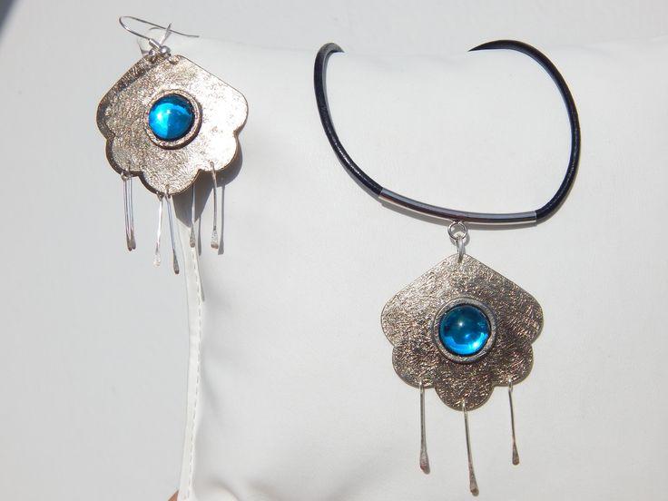 """Parure """"Nuage"""" argentée sertie bleu lagon (boucles et collier assortis) : Parure par bijou-lie"""
