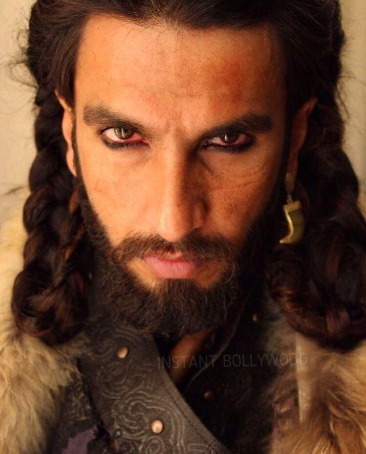 Ranveer Singh played evil Khilji to perfection. Agree? Follow  @instantbollywood for more updates.  .  .  #Instantbollywood #bollywood #alauddinkhilji #padmavati #padmaavat #ranveersingh #khilji