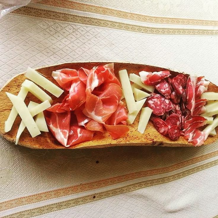 Artigianato sardo: Vassoi in sughero naturale per alimenti #sardegnaofficial #sardegna #sughero #artigianatosardo #salumi #salumiitaliani #saporidisardegna #taglieri #tagliere #food #formaggio #volgoitalia #volgosardegna #igeritalia #igersardegna #agriturismo #focusardegna #sardegna_super_pics - via http://ift.tt/1zKqJ1x