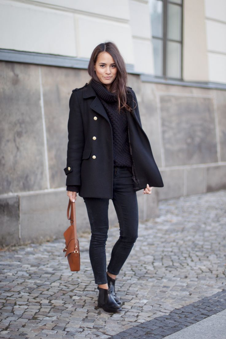 <3 Outfit: All black with skinny Jeans, knitted Sweater and Chealsea Boots
