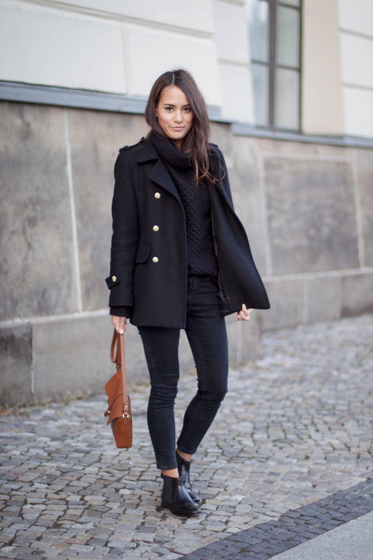 """» Kurzmantel (ZARA) » Gestrickter Rollkragenpullover (Hallhuber) » Ankle Skinny Jeans (Topshop) » Braune Ledertasche (ZARA) » ChelseaBoots (Melvin & Hamilton) Für mein heutiges Outfit wurde ich tatsächlich von meiner absoluten Lieblingsbloggerin inspiriert – Columbine Smille. Heute morgen hatte ich noch gar keine Ahnung, was ich anziehen soll. Also """"blätterte"""" ich in ihrem Blog rum …"""
