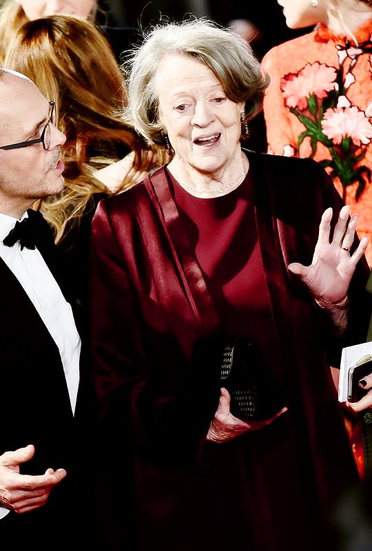 Мэгги Смит прибывает на ЭЭ BAFTA Film Awards (14 февраля 2016)