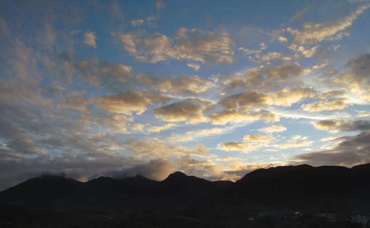 (17 May 2017) Good #Moelwyns morning. A bright grey Wednesday today in #Snowdonia - so, here is the sundown cloud breakup from last night...