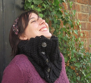 my free cowl pattern:all buttoned up