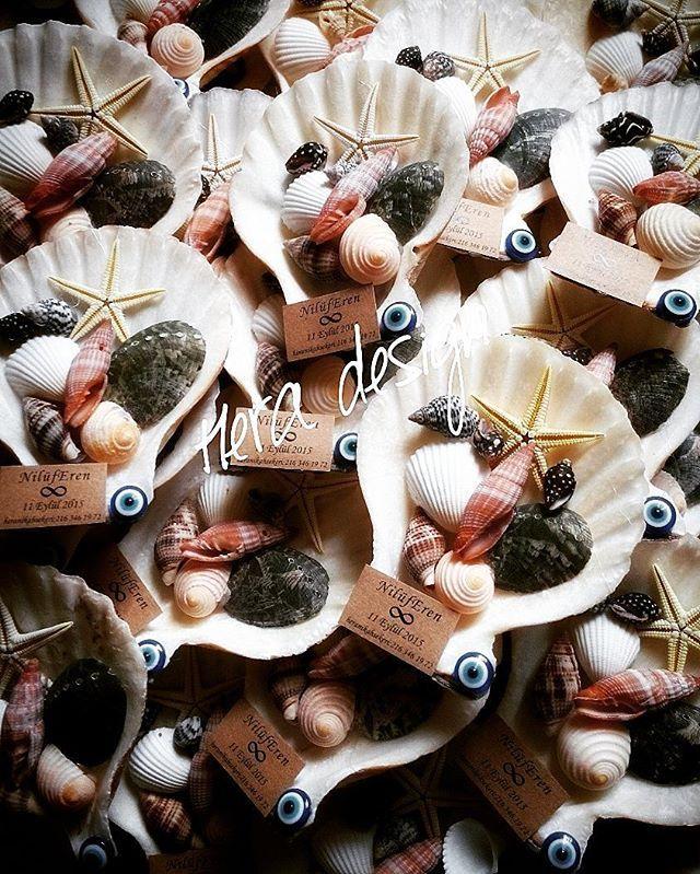 Denizi sevenler için bir örnek. Orjinal deniz kabuklarından yapılan mıknatıslı nikah şekeri.. #heradesign #özeltasarım #nikahhediyelikleri #nikahşekeri #nikah #düğün #nişan #wedding #weddingfavors #seashells #magnets#denizkabukları
