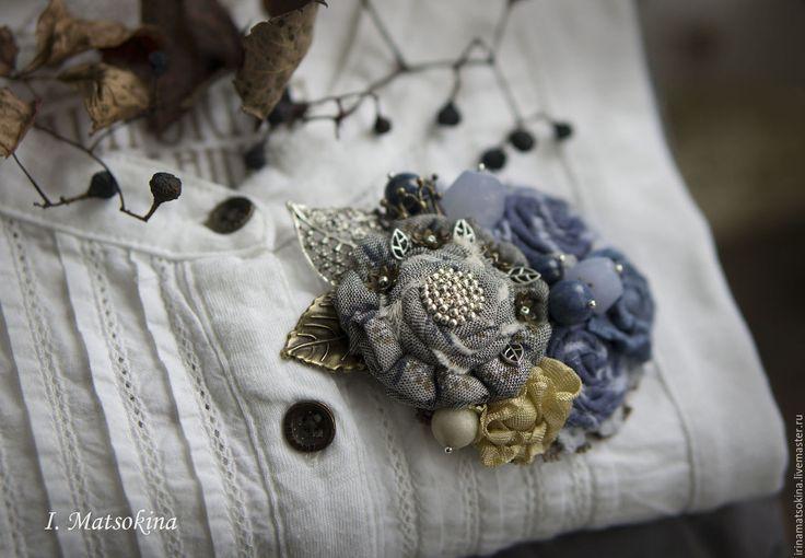 Купить Брошь Немного Романтики - голубой, серый, серо-голубой, нежное украшение, брошь