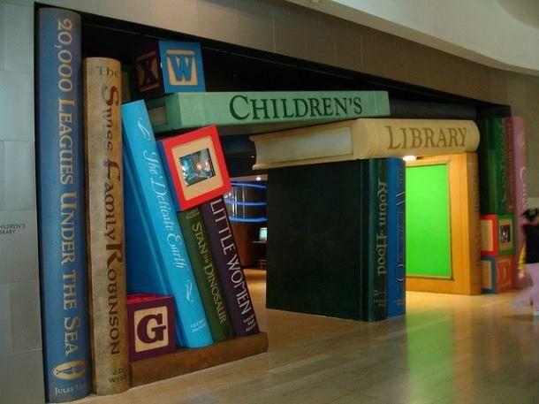 Genialne wnętrze biblioteki w Carritos! fot. Victor Rocha