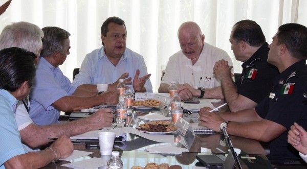 ] MÉXICO, DF * 14 de noviembre. El comisario de la Secretaría de Seguridad Pública federal (SSP), Alfredo Álvarez Valenzuela, miembro de la legendaria cofradía policiaca denominada La Hermandad, fue designado secretario de Seguridad Pública en Acapulco.
