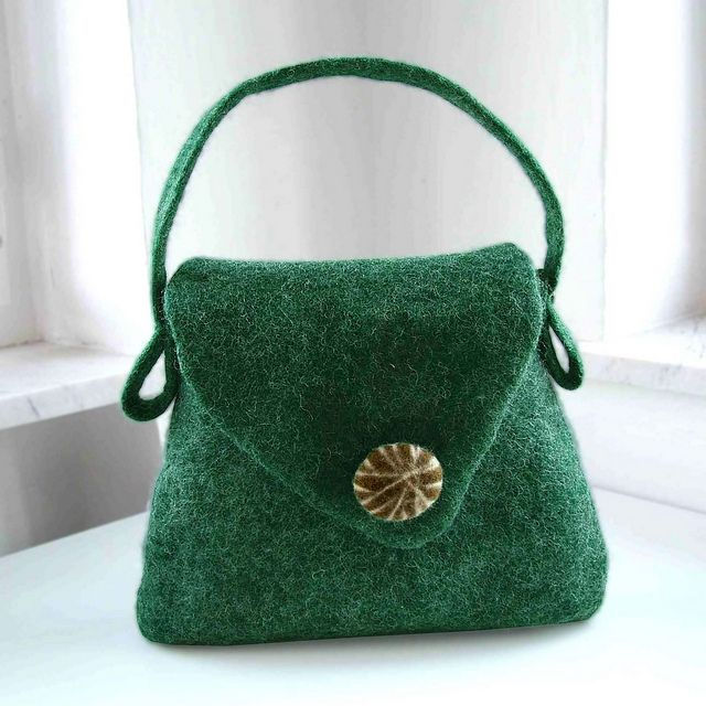 Felt Handbag wool/bamboo by B.eňa, via Flickr