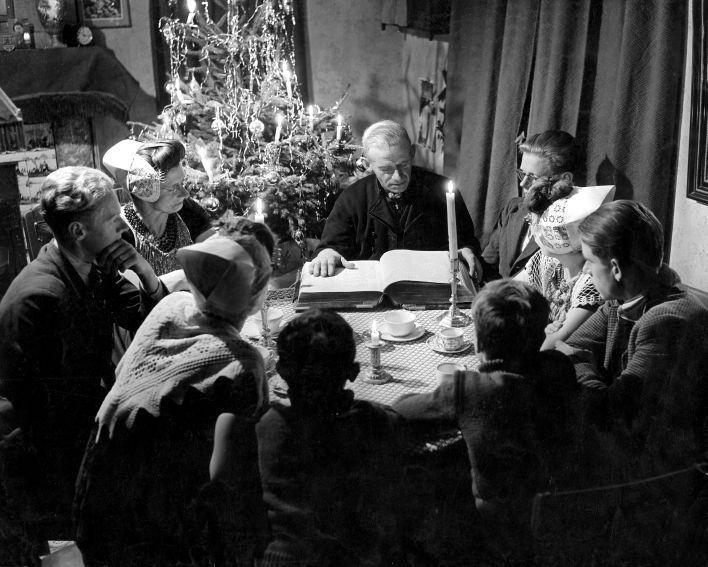 Bijbellezing+aan+tafel+met+kerst.jpg 708×567 pixels