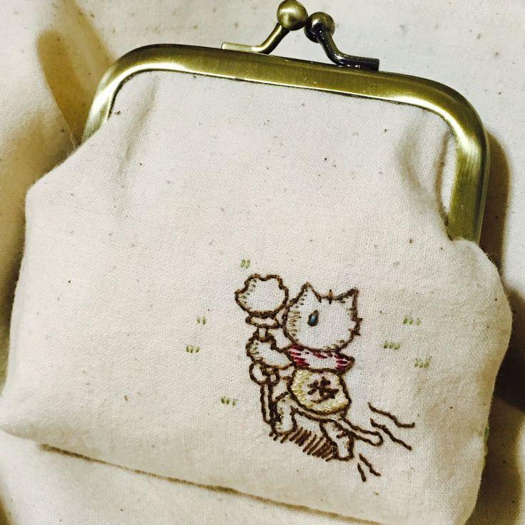 """chicchai*chicchaiさんのツイート: """"将棋ニャーがま口完成しました✨ 自分で言うのもなんですがカワイイ . #刺繍 #ハンドメイド #手芸 #ステッチ #3月のライオン #羽海野チカ #将棋ニャー #がま口 #embroidery #handmaid #sewing #stitch #framepurse https://t.co/kRPFPMTiMu"""""""