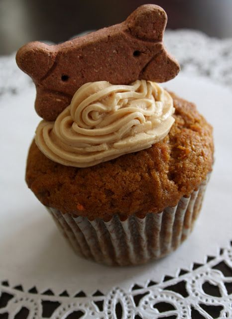 Peanut Butter Delight Pupcakes - a dog-friendly and people-friendly recipe  #dog #pets #cupcakes