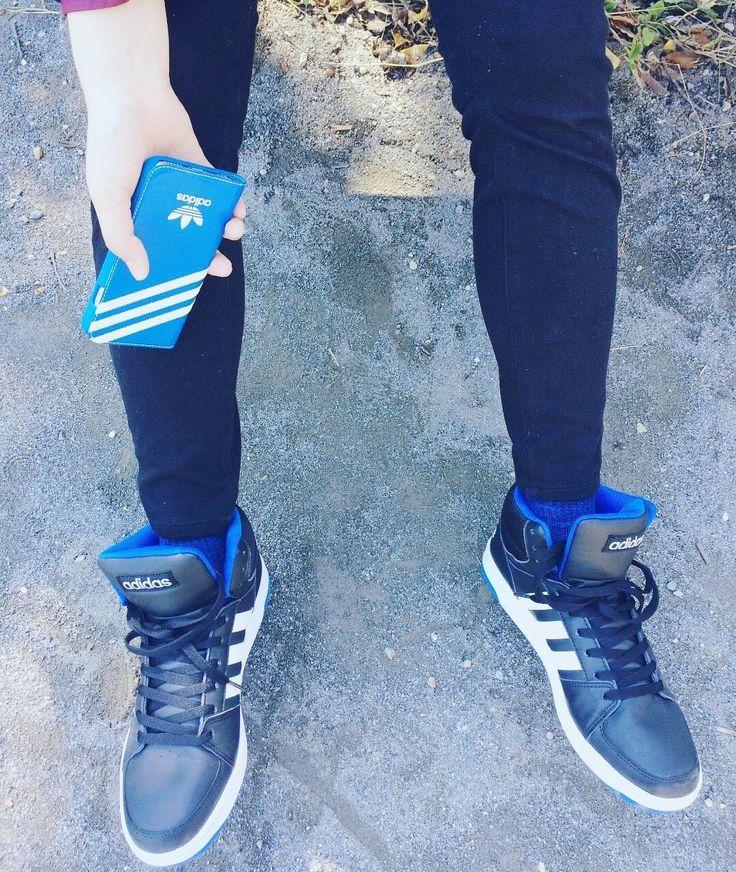 ブラック基調に三原色を合わせるの好きなんだけど最近は特にブラックブルーのカラーリングが好き足元とiPhoneケースお揃いかわいいね #cosplay #cosplayer #コスプレ #男装 #男装メイク #me #selfie #itsme #selca #自撮り #japan #tokyo  #cos #コス  #photography #adidasoriginals #adidas #iphone6s #iPhoneケースは貰い物