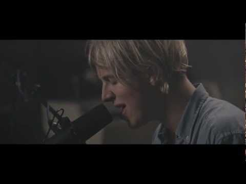 ▶ Tom Odell - Can't Pretend (at Dean Street Studios) - YouTube