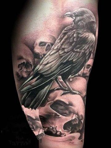 Goticos Y Asombrosos Tatuajes De Cuervos Y Calaveras Tatuajes En