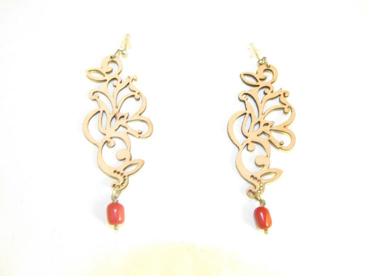 Handmade earrings with beige leather filigree (1 pair)  Made with beige leather filigree, antiallergic metals and corals.