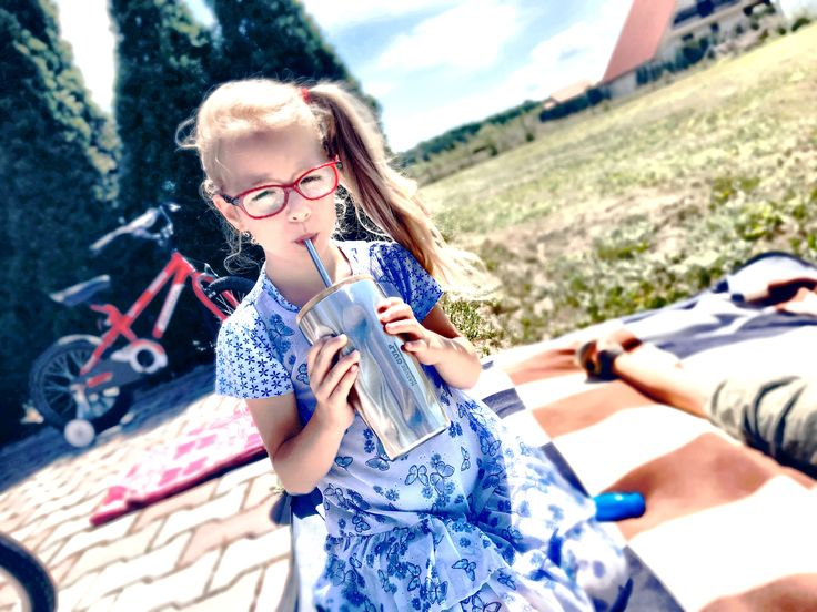 Look at this lovely little lady👱🏻♀️💞enjoying her favourite strawberry🍓🥛 smoothie in our new tumbler⭐️Have a nice day you all☺️💚#naturegulp . . #sport #fitness #clean #getinshape #inshape #healthy #gains #instafit #fitfam #strength #progress #lovewhatyoudo #weightlifting #girlswholift #fitness #workout #motivation #loveyourlife #gamestriong #gym #strong #fresh #fitness #nature #smoothie
