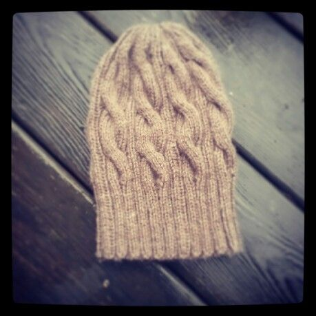 Knitted hat intarsiamia.wordpress.com Instagram: intarsiamia