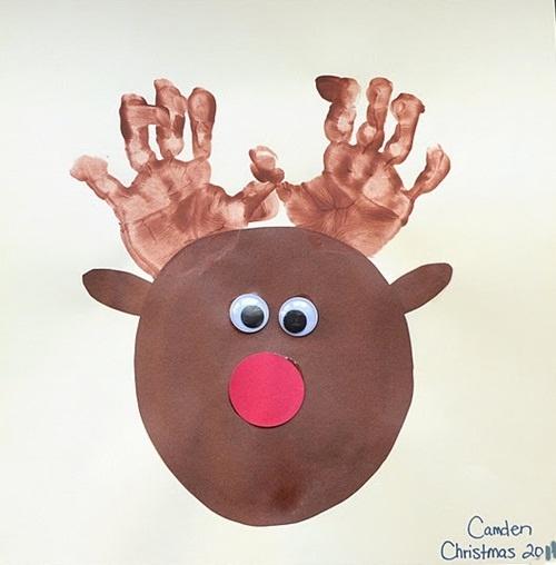 Manualidades de Navidad: reno con pintura de manos