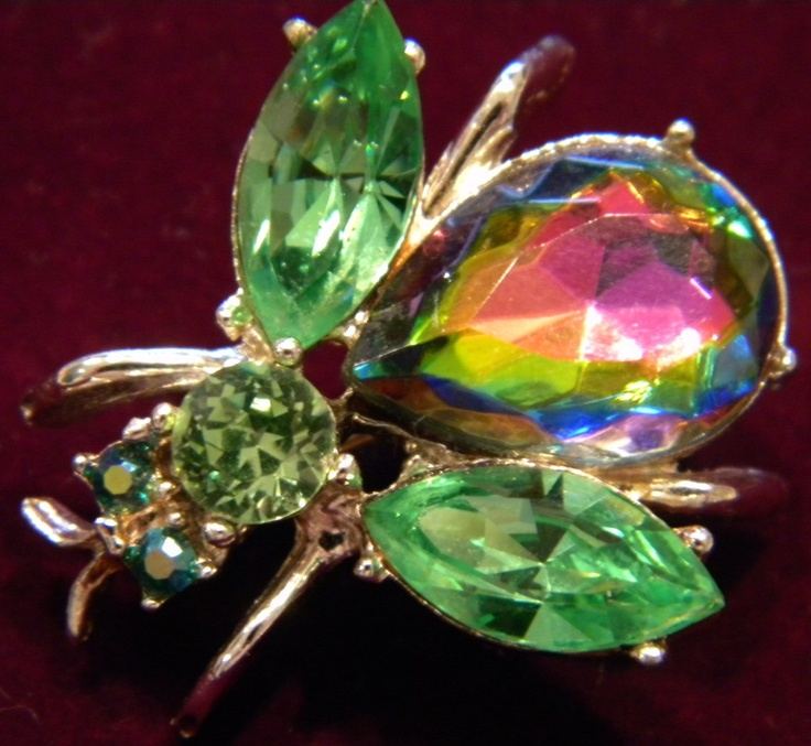 ....ok i just need someone to tell me this isn't the brooch from Get A Clue with Lindsey Lohan...
