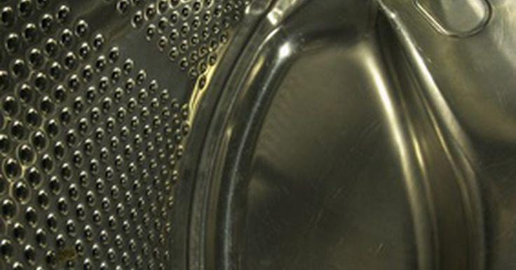 Cómo arreglar una lavadora que no drena el agua antes del centrifugado . Cómo arreglar una lavadora que no drena antes de que comience el ciclo de centrifugado. Abrir la tapa de la lavadora y descubrir que sigue llena de agua, significa que no se drenó antes de que empezara el ciclo de centrifugado. Es posible que te enfrentes a una pileta llena de ropa mojada y empapada en un momento inoportuno, pero no te asustes y ...