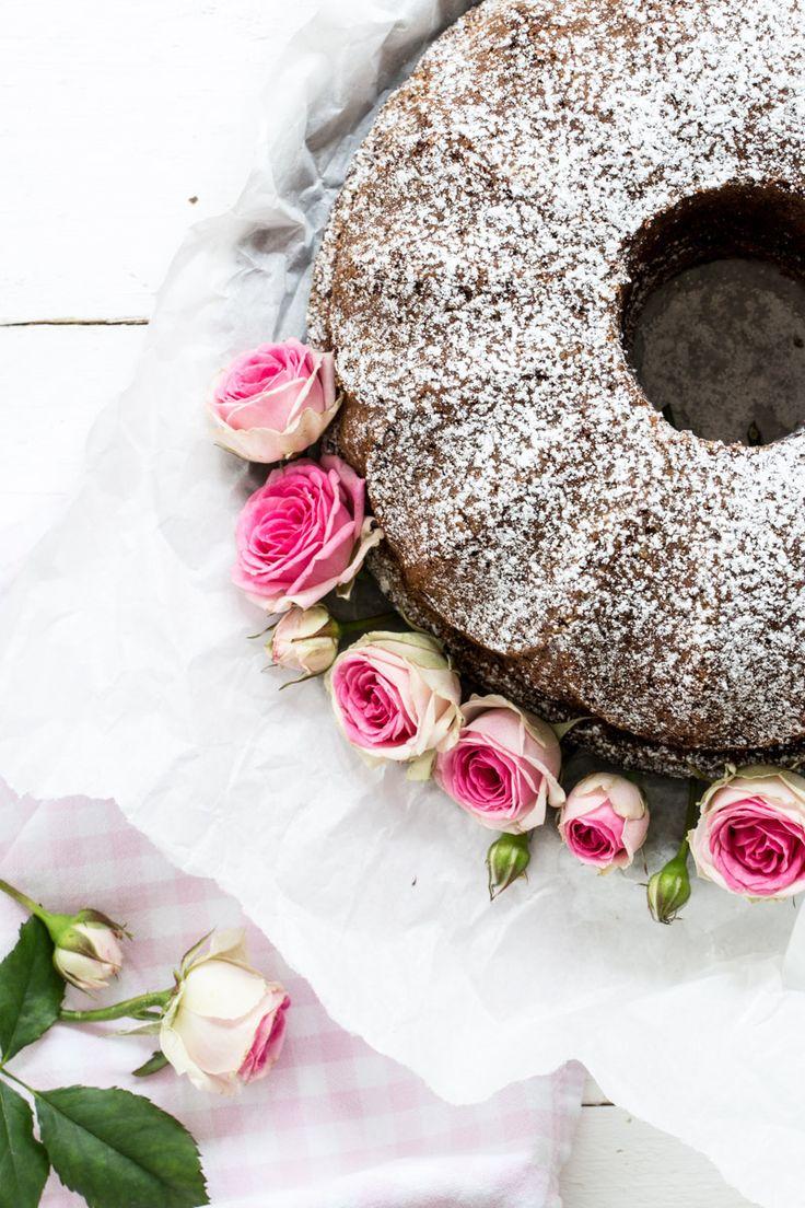 Rotweinkuchen ist ein Klassiker unter den einfachen Rührkuchen. Das besondere an diesem Rezept ist der würzig zimtige Geschmack