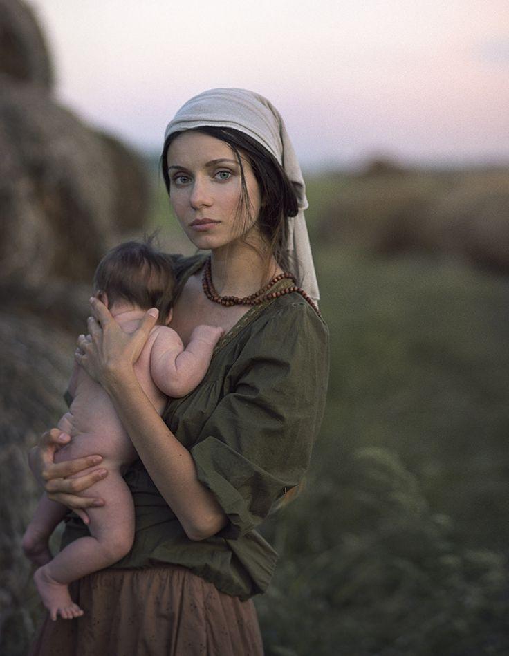 Fotografía mother and child vintage por David Dubnitskiy en 500px