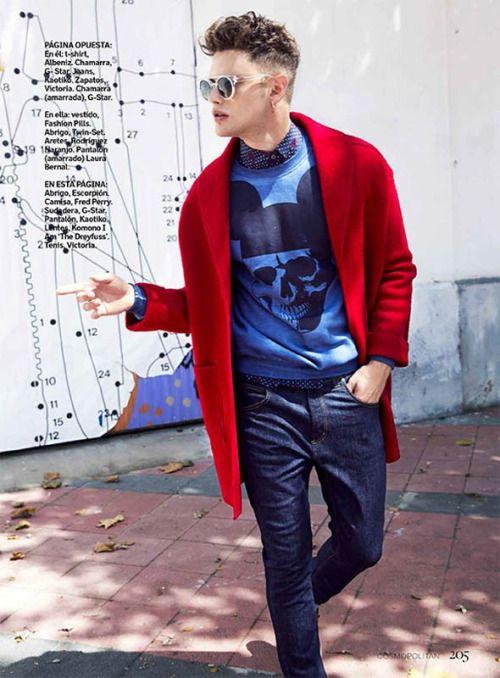 赤チェスター×青トレーナー×紺ドットシャツ×デニムパンツ