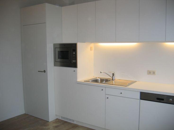 strakke witte keukenkasten