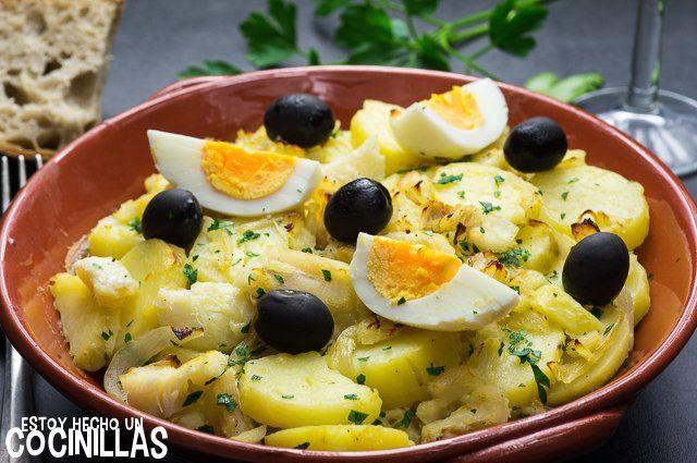 Cómo hacer bacalao Gomes de Sá. Receta fácil paso a paso. Aprende a realizar otro de los riquísimos platos portugueses con bacalao. Típico de la cocina del norte del país luso. ¡Está muy rico!