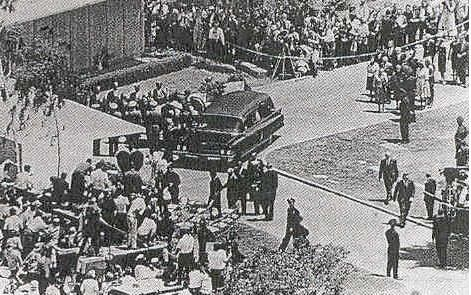 Marilyn's funeral - 8th August 1962.