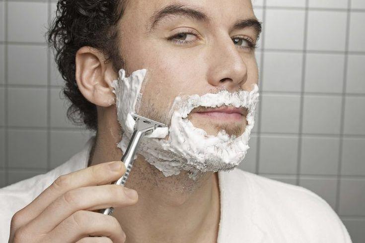¿Cómo puede evitar un hombre la piel seca y con picazón después de afeitar su cara?. Quizá tu profesión requiera una apariencia sin barba o a tu pareja no le guste lidiar con un vello áspero por un beso. Incluso, si simplemente prefieres el estilo afeitado a la alternativa con barba, nadie disfruta ...