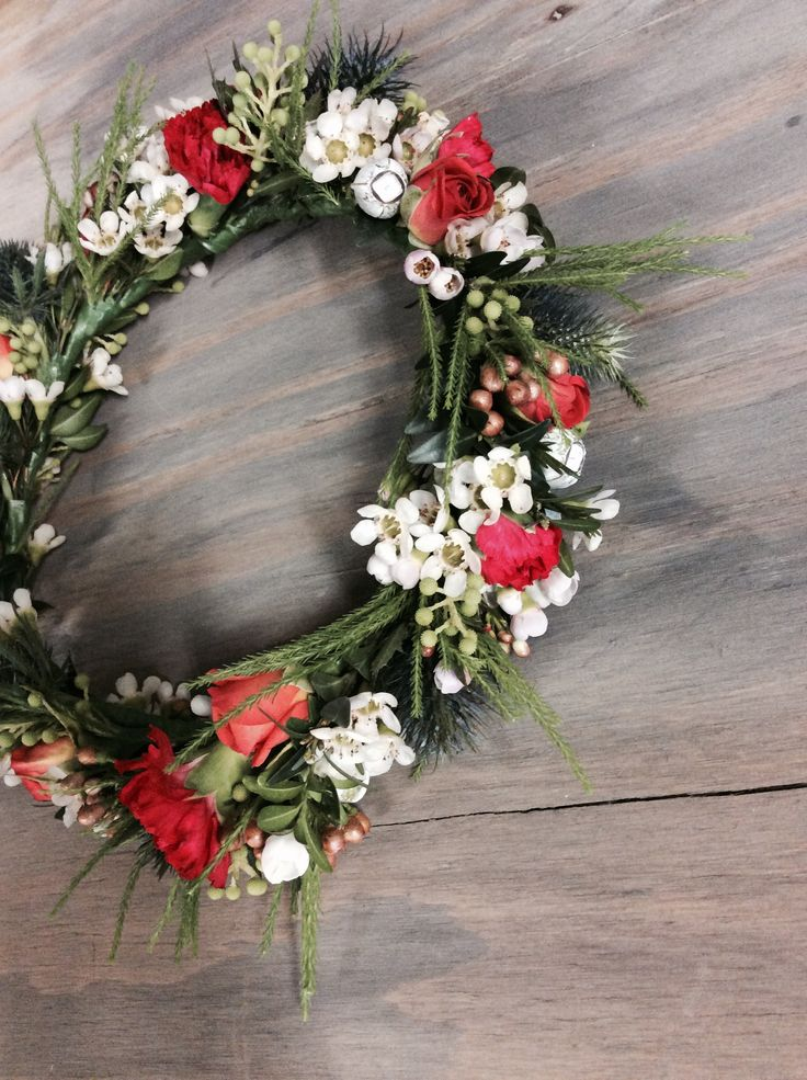 bright pops of red and orange compliment the white and green of this flower crown. Perfect for a Hens Day or day at the Races.