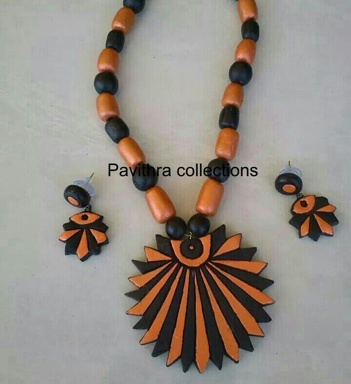 Terracotta jewellery set: black and orange colors, pendant, necklace, earrings