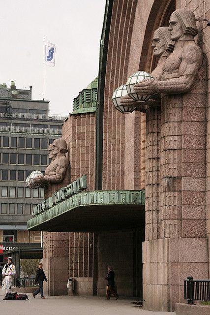 La estación de ferrocarriles, entrada principal. Del arquitecto Eliel Saarinen. Art Nouveau. Helsinki, Finlandia.