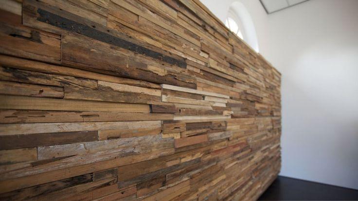 Een nieuwe trend op het gebied van wanddecoratie en wandbekleding zijn de houten tegels. Ze komen in alle maten, vormen en soorten hout. Lees hier meer!