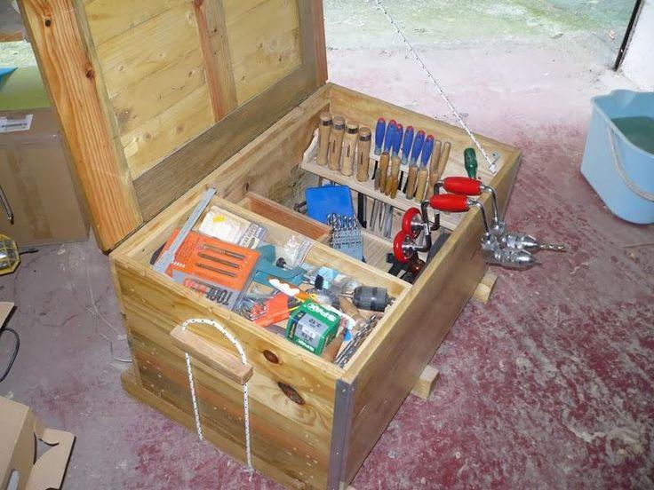 Arcón para herramientas con madera de palet