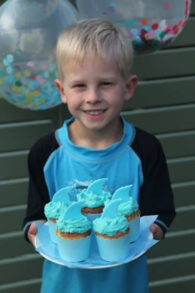 Shark Fin Cupcakes! Perfect for a summer pool side party, get the recipe at www.thekidspartyguide.com.au