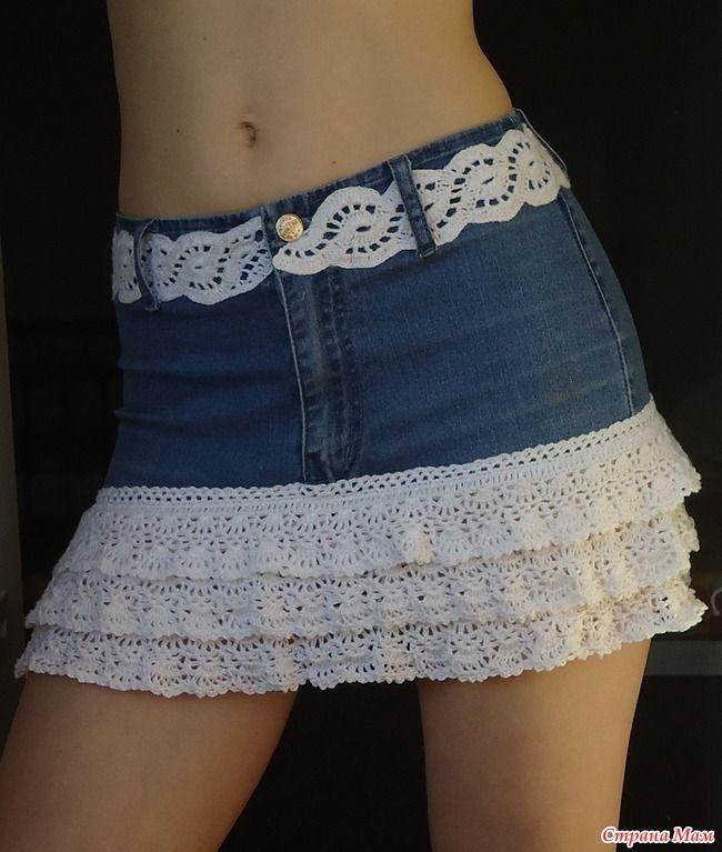 ... в юбку!  Да, вот так вот.  Свои старые джинсы (в школе ещё носила)  хотела сначала выкинуть.  Но вроде как-то жалко... Решила сшить из них Егорке джинсы.