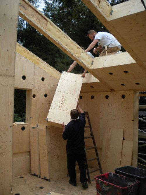 Sustainable Home Built with Easy Assembled Parts | Wave Avenue
