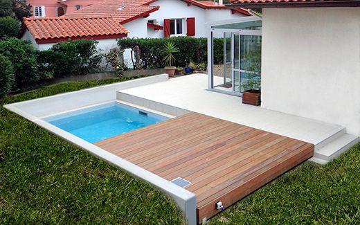 La terrasse mobile disparait lorsque la piscine se découvre ! Idéale pour les jardins de petite surface ! #terrasse #mobile #piscine