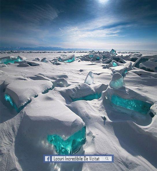 Gheață turcoaz, Lacul Baikal - Rusia  Like & Share daca va place.