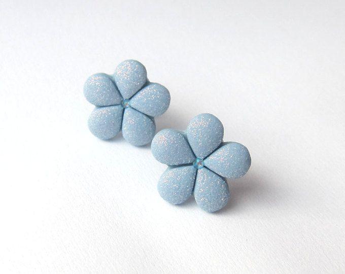 Azul pendientes flor azul Pendientes Stud pendientes pendientes pequeñas flores las niñas pendientes, pendientes de las damas de honor, joyería de la boda, pendientes de Fimo