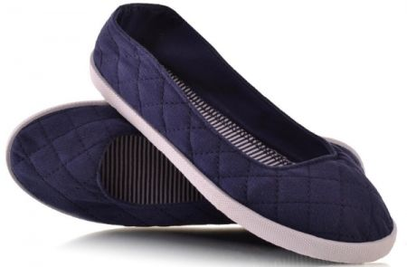 Nice dark blue girly sneakers for spring and summer!