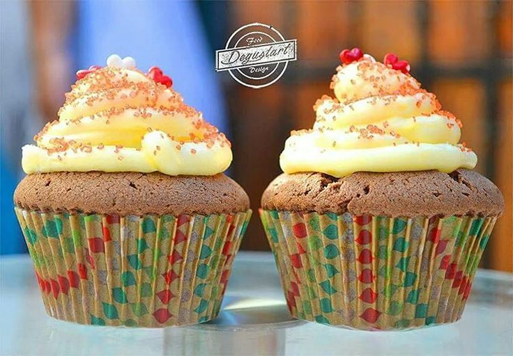 Endulza la vida con unos ricos cupcakes   Hagan sus pedidos a degustartcotizaciones@gmail.com o através de nuestro fanpage  #pasteleriaartesanal #gourmet #candybar #nakedcake #cake #reposteria #tortas #patiserie #weddingcake #cupcake #fondant