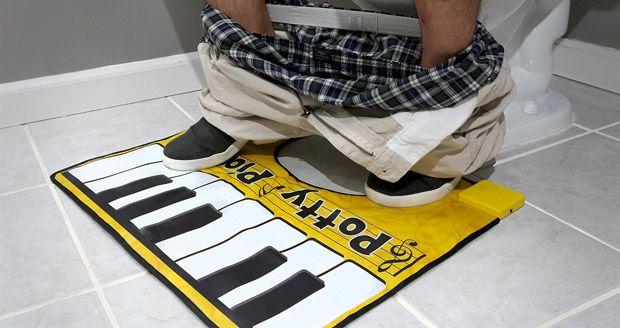 Marre de votre vieux tapis de toilette ? Libérez votre talent musical avec le Potty Piano, un tapis WC pour composeurs en herbe.