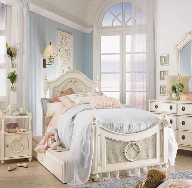 A little girl 39 s dream room children 39 s room shabby chic - Little girls shabby chic bedroom ...